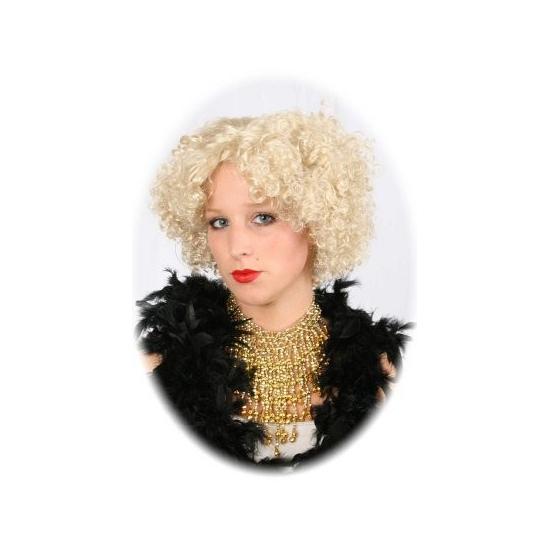 Gouden halsketting met steentjes. mooie goudkleurige halsketting die afgewerkt is in een mooi patroon met ...