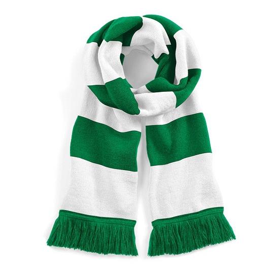 Image of Groen met wit gebreide sjaal