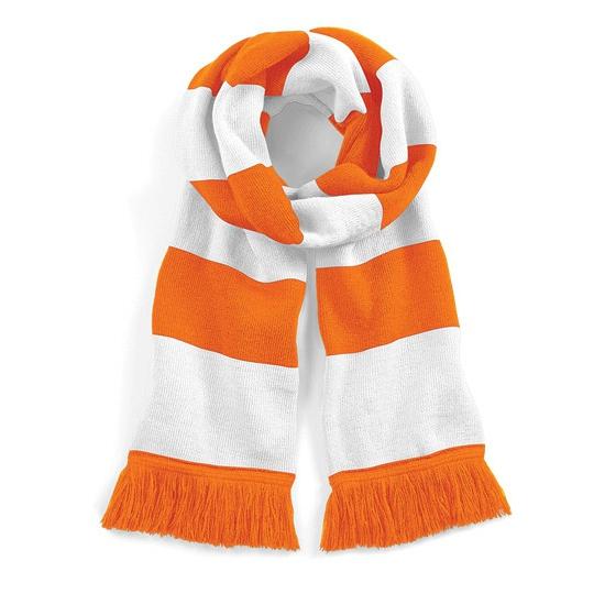 Image of Oranje met wit gebreide sjaal