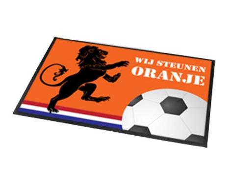 Oranje supporters deurmat