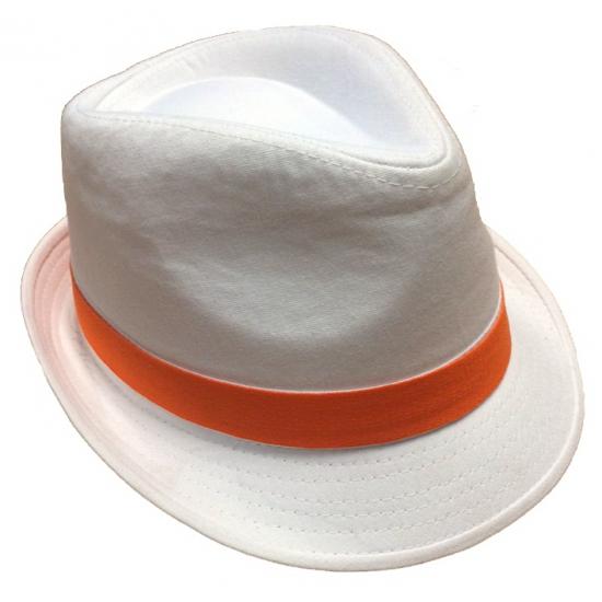 Voetbalsupporter witte hoed