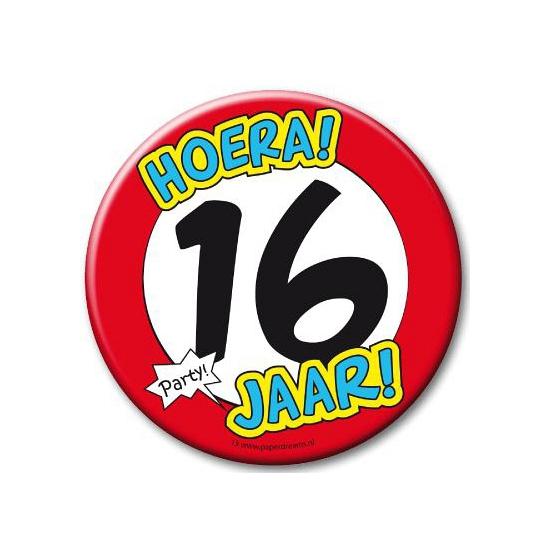 Image of XXL verjaardags button 16 jaar