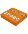 Straat box met oranje versiering