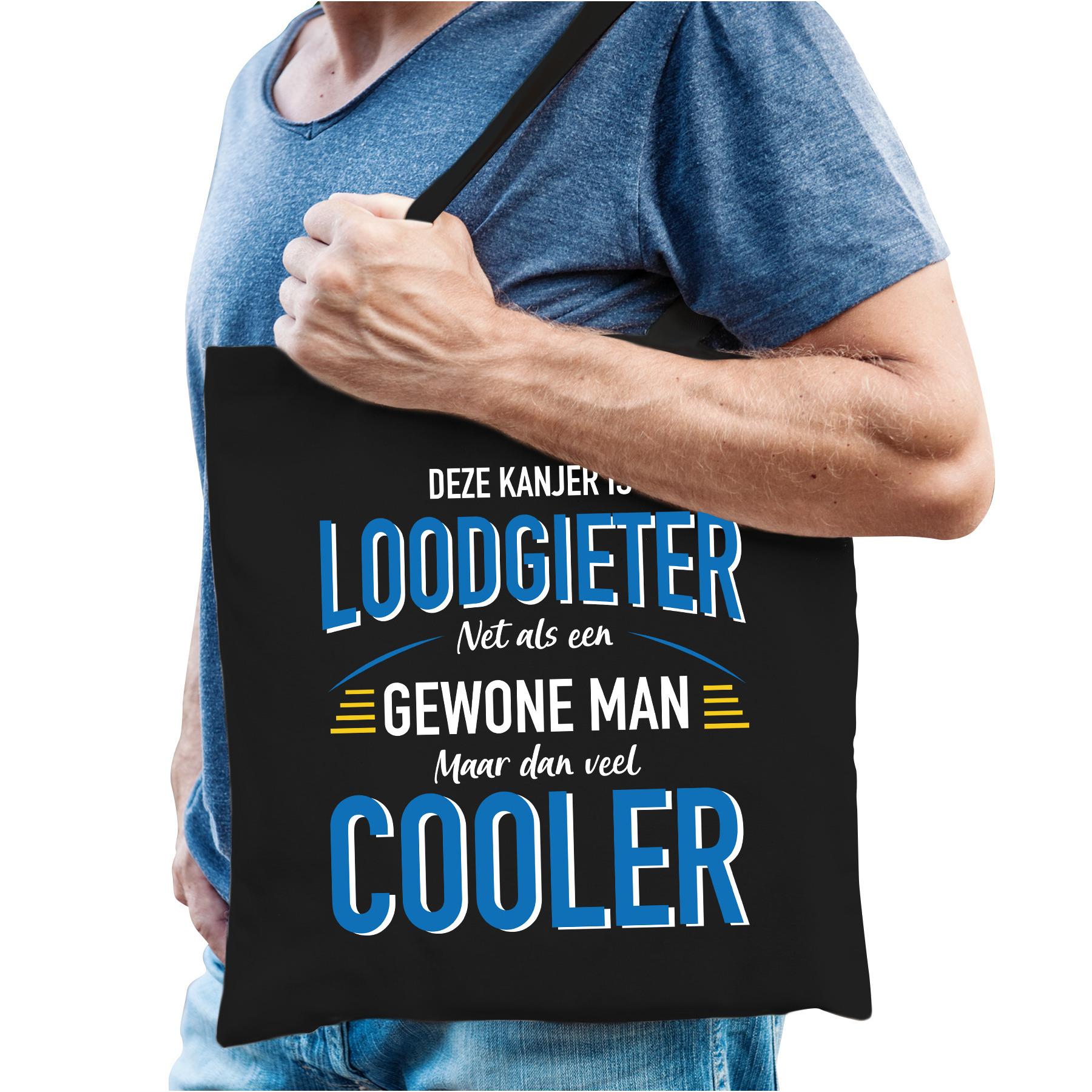 Loodgieter katoenen kado tas zwart voor heren. op deze zwarte beroepen tas staat in blauw / witte letters de ...