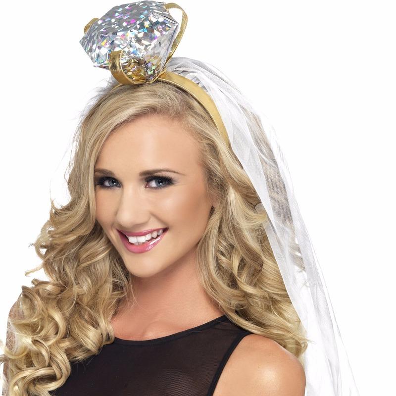 Haarband met grote ring. deze tiara voorzien van grote ring bovenop en een witte sluier is ideaal voor de ...