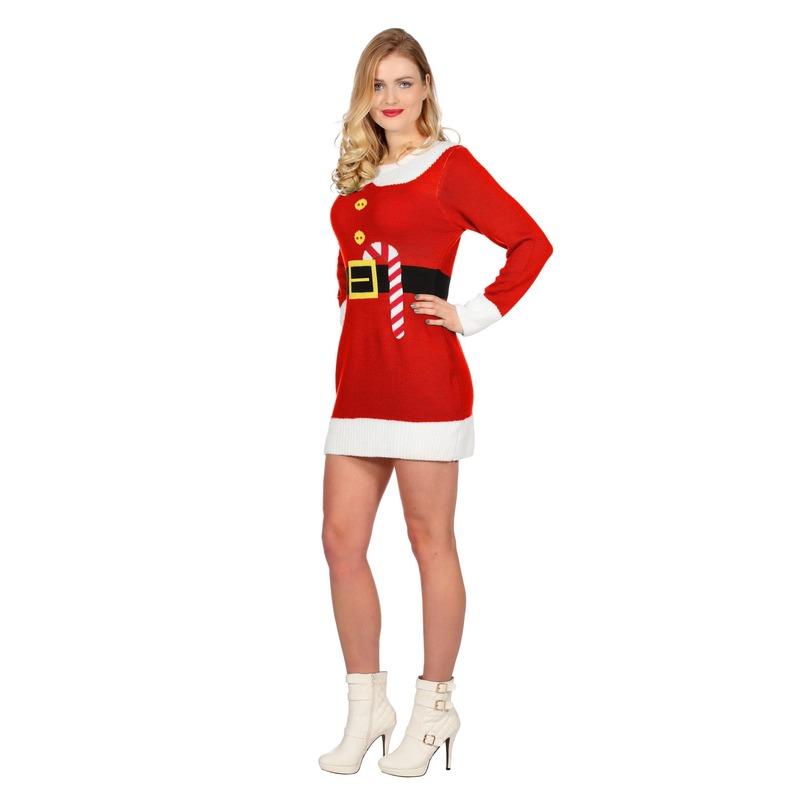 ca99fb93111c31 Een rode kerstjurk met opdruk van een riem en een zuurstok