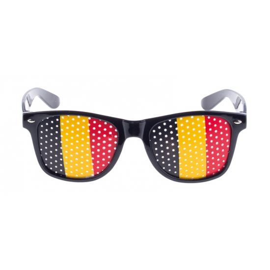02b40e5a717105 Zwarte belgie bril. zwart montuur met vlag van belgie op de glazen  afgebeeld.